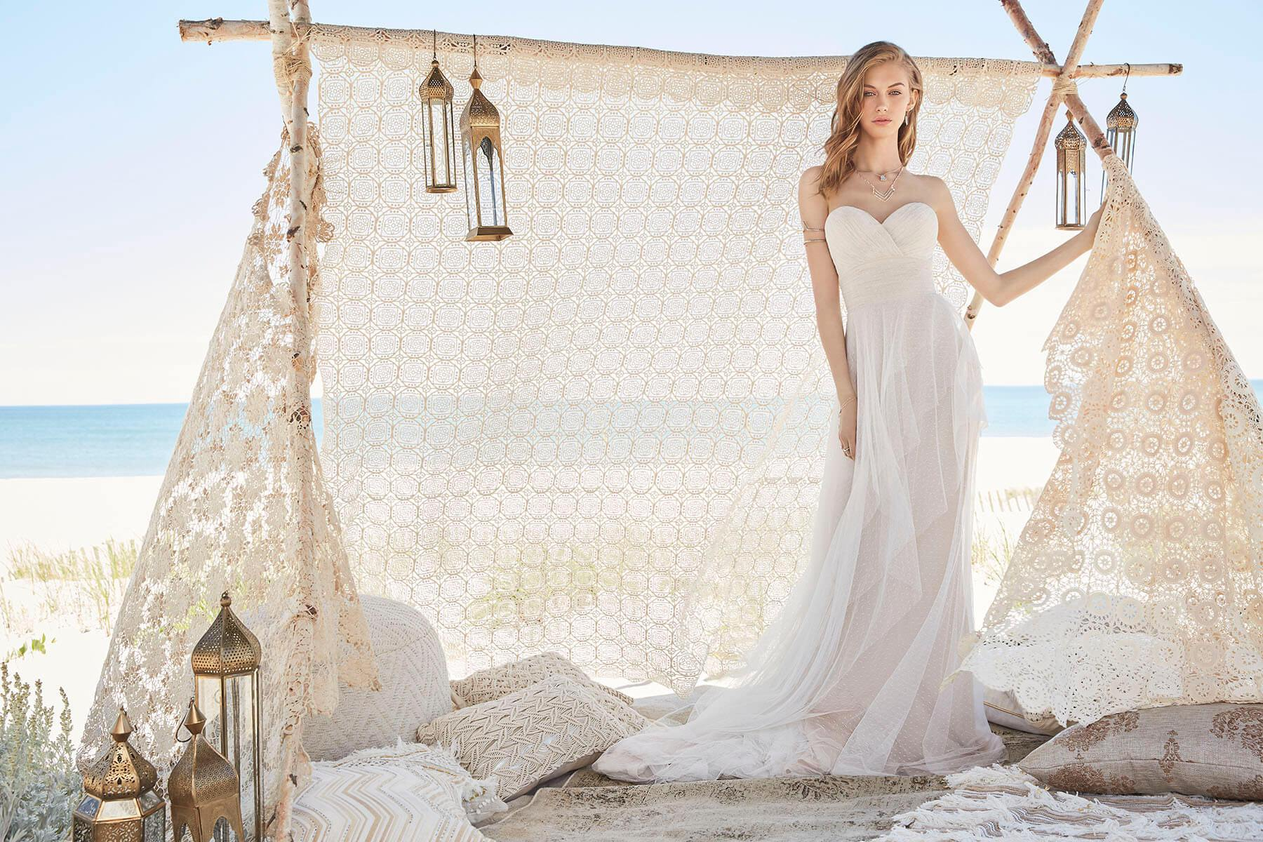 Beach & White wedding